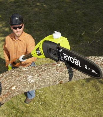 Cómo usar una sierra de pértiga